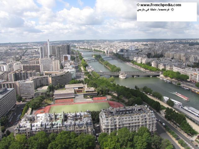 نهر السين في الصيف تلقب بشاطئ باريس